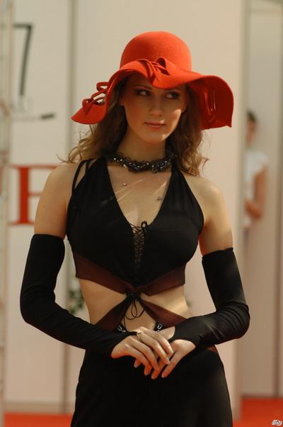 Эксклюзивные шляпки от Елены Клестовой. Фото с klestova.ru