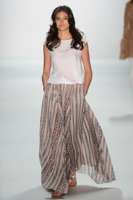 Коллекция Holy Ghost на неделе моды Mercedes-Benz Fashion весна-лето 2013.  Фоторепортаж. Фото: Samir Hussein/Getty Images