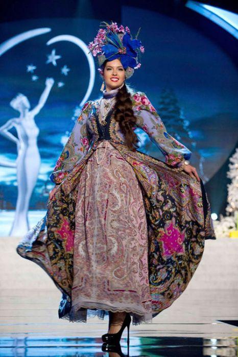 Елизавета Голованова на конкурса «Мисс Вселенная - 2012» в национальном костюме России. Фото: fresher.ru