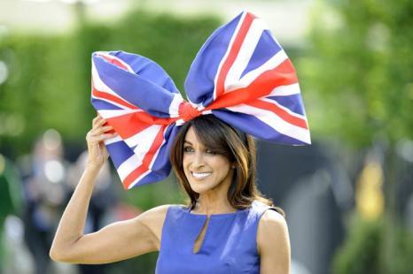 Дамские шляпки на дерби Royal Asco-2012 в Англии.  Фоторепортаж. Фото: Ben Pruchnie/Getty Images