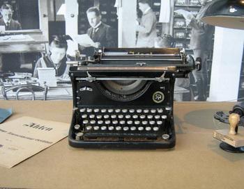 Кинематографисты заново открыли мир пишущих машинок. Фото с сайта theepochtimes.com