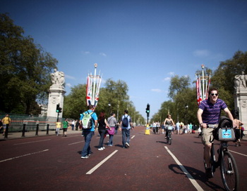 В Лондоне стартовала первая «Велоночь». Фото: Getty Images