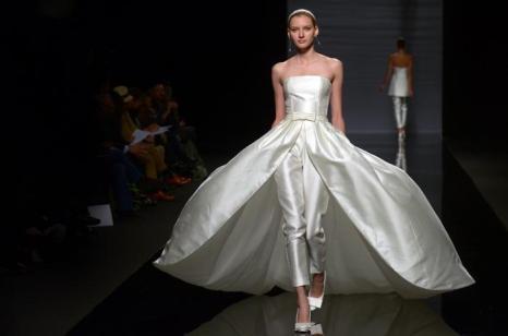 Роза Клара представила коллекцию свадебных платьев 2013 в Барселоне. Фото: Robert Marquardt/Getty Images