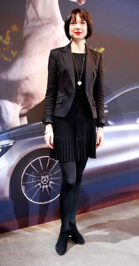 Стилист Nadja Brylka в платье Stefanel и куртске от Mango на Mercedes-Benz Fashion в Берлине, 18 января 2013 года. Фото: Anke Grelik/Getty Images