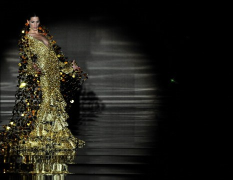 Коллекция Vicky Martin Berrocal на Международном шоу фламенко «SIMOF 2011», 3 февраля 2011,   Севилья, Испания. Фото: CRISTINA QUICLER/AFP/Getty Images
