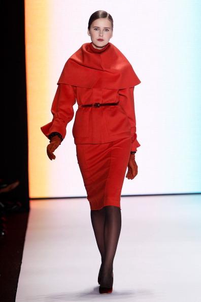 Коллекция Carolina Herrera на Неделе моды Mercedes Benz Fashion Week 2011, 14 февраля 2011,    Линкольн-центр, Нью-Йорк.  Фото:  Peter Michael Dills/Getty Images