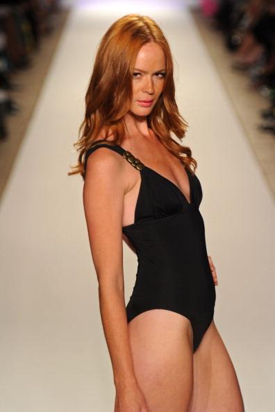 Коллекция купальных костюмов Jogo Beach на Merecedes-Benz Fashion Week Swim 2012. Фото:  Frazer Harrison/Getty Images Entertainment