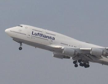 Боинг-747 авиакомпании Lufthansa. Фото РИА Новости