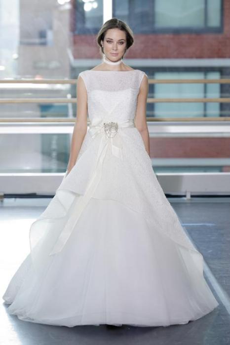 В рамках недели свадебной моды в Нью-Йорке 13 октября 2013 года была представлена осенняя коллекция свадебных платьев бренда Rivini от дизайнера Риты Виньерис (Rita Vinieris). Фото: JP Yim/Getty Images