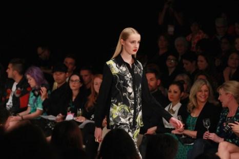 На Неделе моды в Новой Зеландии представил свою новую коллекцию известный дизайнер Андреа Мур (Andrea Moore). Показ состоялся на подиуме многоцелевого выставочного центра «Виадук» (Viaduct Events Centre) 3 сентября 2013 года в Окленде, Новая Зеландия. Фото: Sandra Mu/Getty Images