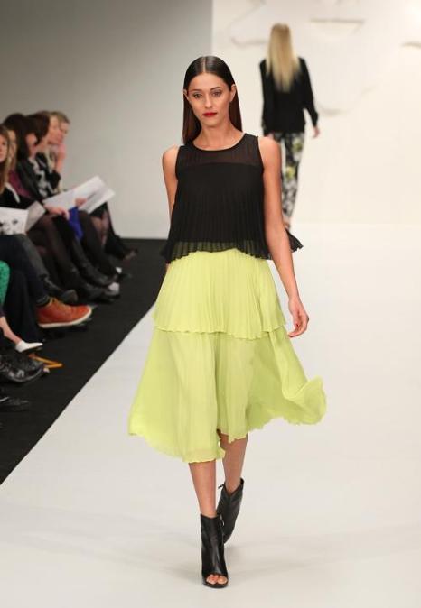 На Неделе моды в Новой Зеландии представил свою новую коллекцию известный дизайнер Андреа Мур (Andrea Moore). Показ состоялся на подиуме многоцелевого выставочного центра «Виадук» (Viaduct Events Centre) 3 сентября 2013 года в Окленде, Новая Зеландия. Фото: Fiona Goodall/Getty Images
