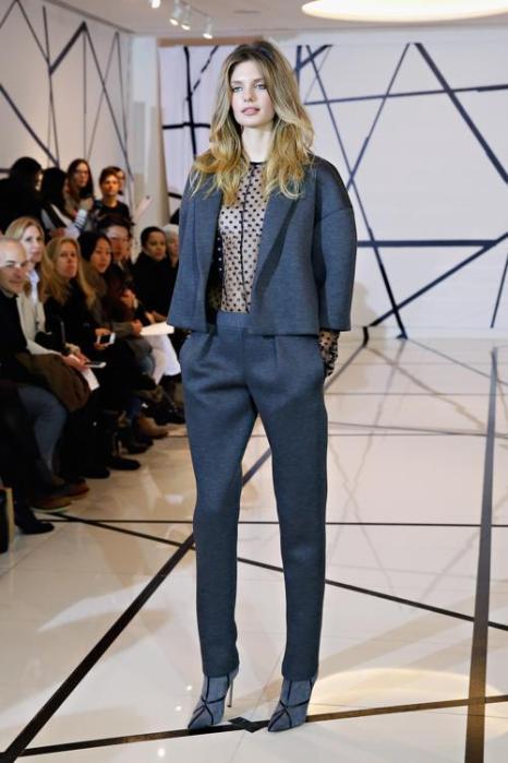 Американский дизайнер Лиза Перри представила осеннюю коллекцию женской одежды Lisa Perry 2014 года на показе в Нью-Йорке 5 февраля 2014 года. Фото: Cindy Ord/Getty Images