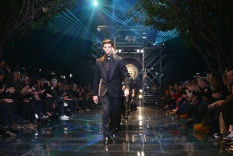 Донателла Версаче представила в Милане новую мужскую коллекцию знаменитого итальянского бренда Versace сезона осень-зима 2014. Фото: Stefania DAlessandro/Getty Images