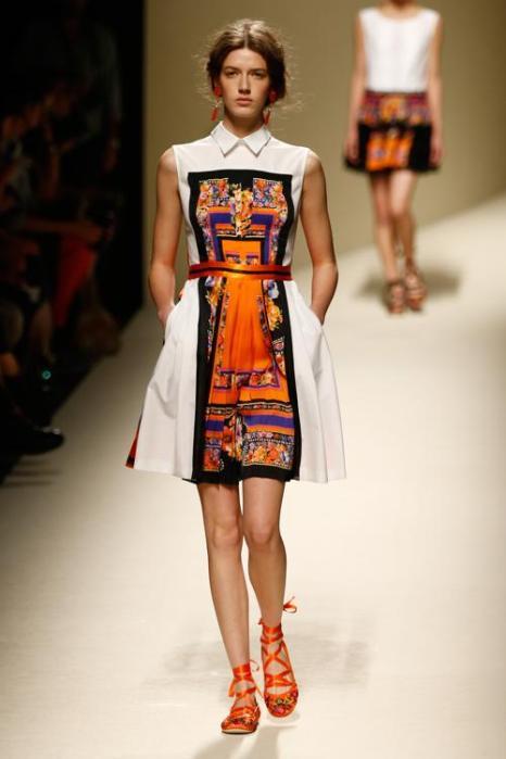 Традиционные испанские мотивы представил бренд Alberta Ferretti на неделе моды весна/лето 2014 в Милане 18 сентября 2013 года. Фото: Andreas Rentz/Getty Images