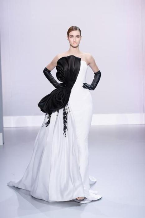 Ralph&Russo представил 23 января новую коллекцию шикарных скульптурных платьев 2014 на Неделе высокой моды в Париже. Фото: Richard Bord/Getty Image