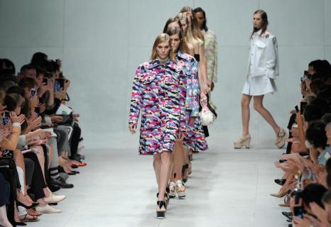 Французский модный бренд Carven представил 26 сентября 2013 года женскую коллекцию весна-лето 2014 на Неделе моды в Париже. Фото: Kristy Sparow/Getty Images