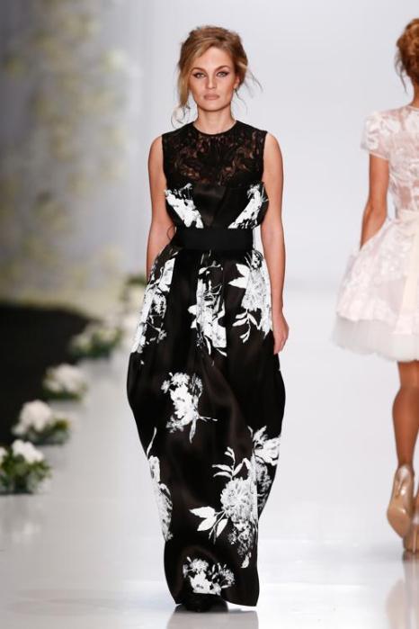 Известный российский дизайнер Игорь Гуляев, основатель модного дома Igor Gulyaev, представил 26 октября 2013 года новую коллекцию роскошных платьев 2014 на Неделе моды в Москве. Фото: Andreas Rentz/Getty Images for Mercedes-Benz Fashion Week Russia