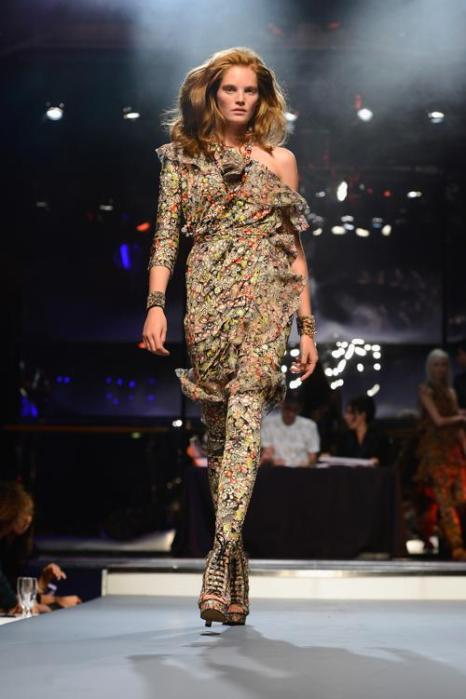 Французский кутюрье Жан-Поль Готье представил новую коллекцию моделей одежды Jean Paul Gaultier весенне-летнего сезона 2014 года на парижской Неделе моды 28 сентября 2013 года. Фото: Pascal Le Segretain/Getty Images