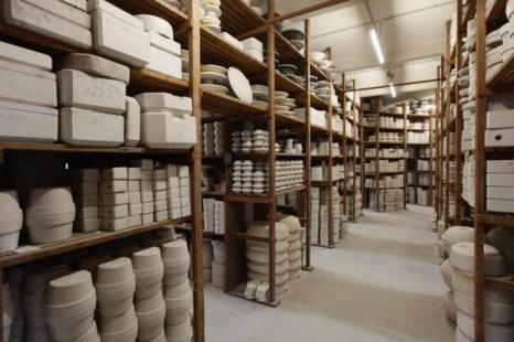 Тысячи форм декоративного мейсенского фарфора, среди которых встречаются образцы 300-летней давности, хранятся в складе мануфактуры Мейсен, 20 января 2010 г. Фото: Sean Gallup/Getty Images