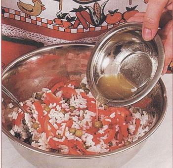 Салаты. Фото из книги «Салаты и закуски на каждый день и в праздники» Л.Будного.