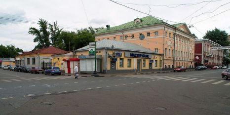 Один из офисов Мастер-Банка в Москве (угол Пятницкой улицы и Климентовского переулка). Фото с сайта commons.wikimedia.org/wiki