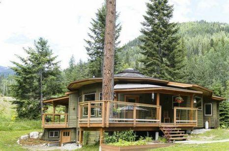Этот круглый дом Magnolia 2300 that органично объединяет комнаты с садом и наружными постройками, позволяя насладиться жизнью в окружении природы. Фото: Electrify Photography