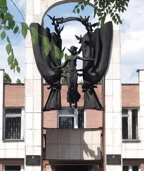 Склоните главу над поруганной Музой. Фото с сайта http://culturavrn.ru/starred/10053