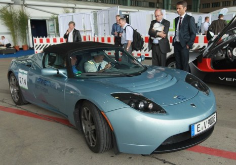 Tesla Roadster. Фото: Sean Gallup/Getty Images