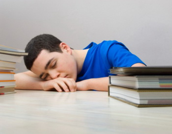 Сон - результат естественного ритма циркуляции энергии. В 11 часов вечера энергия инь находится в пике. Это идеальное время для отдыха, восстановления и пополнения тела энергией. Фото с сайта Photos.com