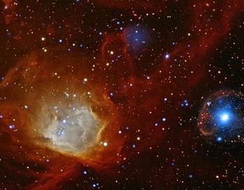 На этом фото - сочетание  цветов видимого света (красный, желтый) и рентгеновских лучей (синий, белый). Фото: NASA / CXC / Universitдt Potsdam / L. Oskinova