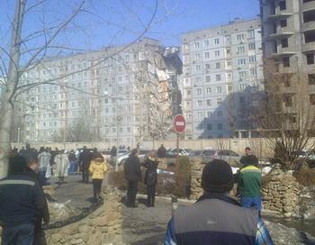В Астрахани из-за взрыва газа обрушился подъезд жилого дома. Фото РИА Новости