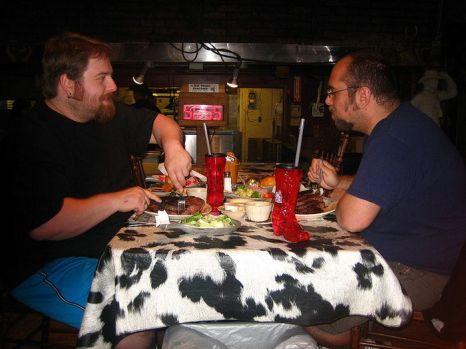 Бесплатный стейк в 2 кг. Фото:  Billy Hathorn/en.wikipedia.org