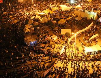 Демонстранты на площади Тахрир в Каире. Тысячи людей требуют отставки кабинета министров и военного совета. Фото РИА Новости