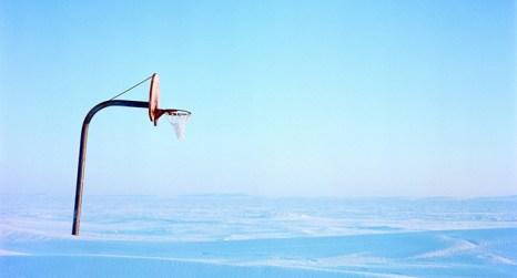 Если вас очень смущает снег на улице, проведите домашнюю тренировку. Фото: wallpaperswa.com