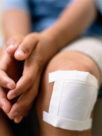 Действительно, сильные боли в суставах могут появиться в результате травм - но не только травм. Фото: David Oliver /Getty Images