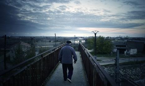Дополнительные годы жизни зачастую приносят людям не радость жизни, а боль страданий. Фото: Jasper Juinen/Getty Images