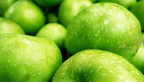 Яблочный уксус обладает множеством полезных свойств. Фото: PAUL J. RICHARDS/AFP/Getty Images