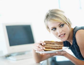 Хронический стресс и недосыпание могут свести на нет ваши усилия по контролю веса благодаря эффектам грелина. Фото: Stockbyte/Getty Images.