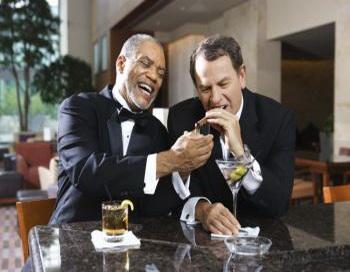 Когда люди бросают курить, они начинают вспоминать приятные моменты, которые не повторятся: сигарета после еды или сигарета с вином или кофе с друзьями. Фото: Photos.com