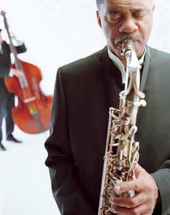 Занятия музыкой благотворно сказываются на активности головного мозга и являются хорошим профилактическим средством от болезни Альцгеймера. Фото: Ryan McVay/Getty Images