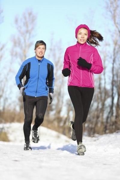 Зимняя пробежка может оказаться приятной, если правильно к ней подготовиться. Фото: Maridav/photos.com