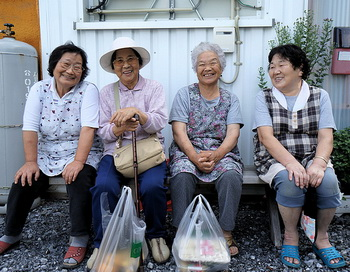 Уже в наши дни более чем в десяти странах возраст женщин составляет 85 лет, а в отдельных странах мира люди доживают до 90-летнего возраста и более. В России средняя продолжительность жизни достигает 69,8 года. Фото: MrHicks46/flickr.com
