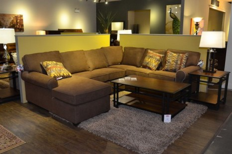 Спальня в современном стиле, представленная в салоне BrandSource 5 июля 2013 г. Фото: Chrisy Trudeau/Великая Эпоха (The Epoch Times)