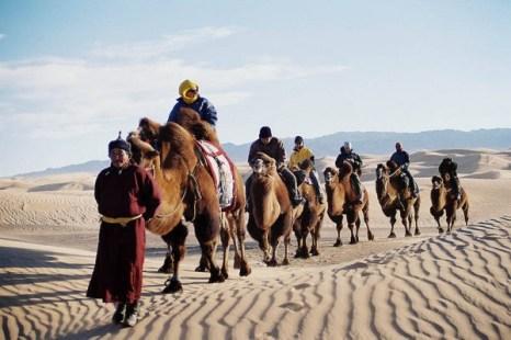 Караван в пустыне Гоби. Фото: Bernd Kregel