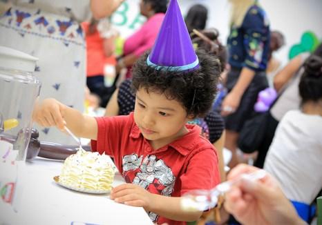 Как организовать детский Новый год. Фото: Mike Windle/Getty Images