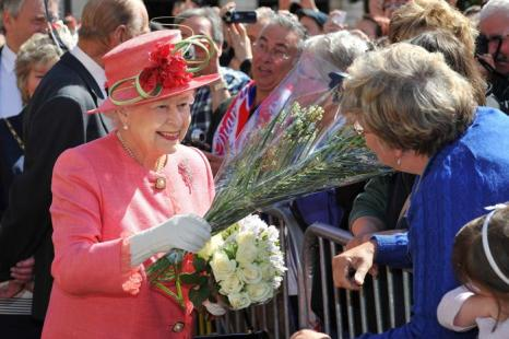 Королеву Елизавету II в Бирмингеме приветствовали  жители всех возрастов. Фоторепортаж. Фото: Tim Ireland - WPA Pool/Getty Images