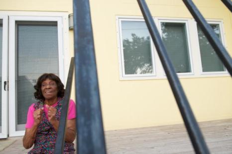 Новый Орлеан спустя пять лет после урагана «Катрина». Тогда и теперь. 83-летняя Джуэнита Эндрюс. Фоторепортаж. Фото: ROD LAMKEY JR/AFP/Getty Images