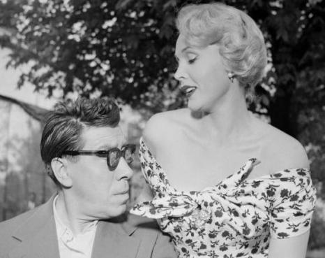 За За Габор  - звезда «Мулен руж», на грани жизни и смерти. За За Габор и ее компаньон -  доминиканский дипломат Porfirio Rubirosa, 4 мая 1954 года  в Париже. Фоторепортаж. Фото: AFP/Getty Images