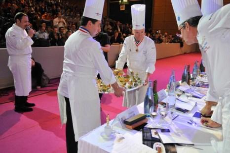 Приготовленные блюда подаются членам жюри «Золотого Бокюза». Фото предоставлено SIRHA