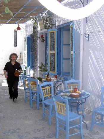 Таверны в Амаргосе,  как эта в Чоре, предлагают  отдых для утомленного путешественника. Фото с сайта theepochtimes.com